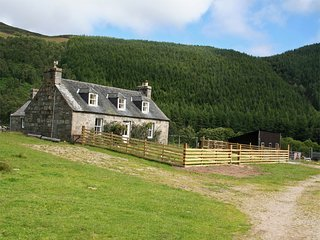 CA243 Cottage situated in Cannich
