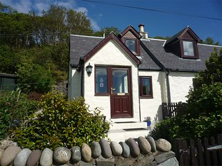 CA272 Cottage situated in Pirnmill