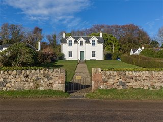 CA296 Cottage situated in Lamlash