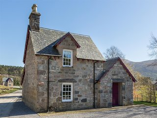 CA015 Cottage situated in Alness