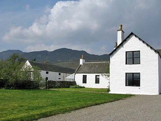 CA038 Cottage situated in Newtonmore