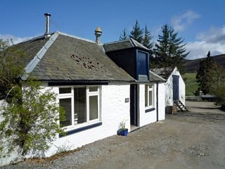 CA361 Cottage situated in Blacklunans