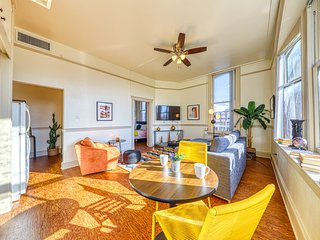 Waterfront apartment w/ shared deck & city views - steps to dining/shopping!