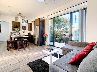 2nd Story Masterpiece in Venice Beach-Sleeps 10