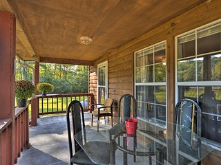 Quiet Cherokee Home w/ Deck - 2 Mi to Boat Launch!