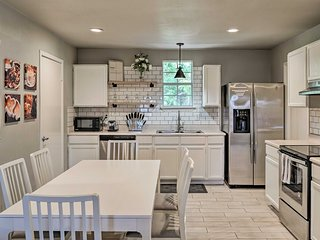 Modern San Antonio Home 8 Mi to Lackland AFB!