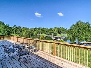 Eatonton Home w/ Dock & Lake Sinclair Views!
