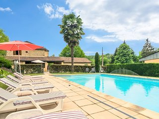Spacious home with large swimming pool and large garden in Siorac-en-Perigord (