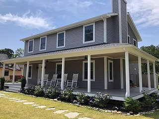 New Oak Bluffs Home Close to Town