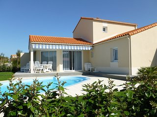 Luxurious villa with dishwasher, only 800 m. from the sea