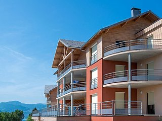 Luxury apartment with a view of the mountain lake of Chorges
