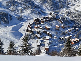 Apartment with balcony on the south adjacent to the slopes in Meribel-Mottaret