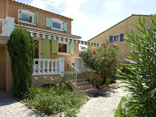 Provencal villa with dishwasher, 1km from nice town Vidauban