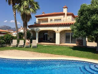 Fantastic holiday home for 10 persons with private swimming pool in Miami Platja