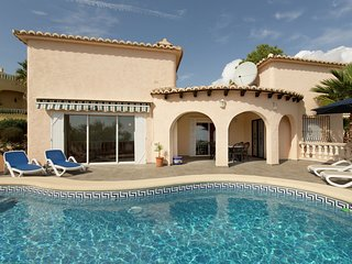 Beautiful holiday villa with private swimming pool in quiet Benitachell