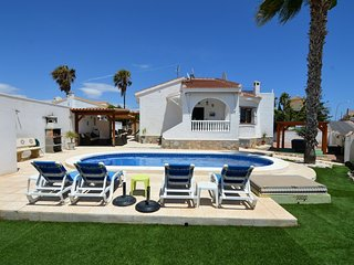Villa with private swimming pool in Queseda