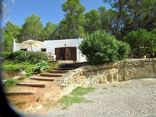 Quietly located bungalow with countryside views 3.5 km from St Eulalia