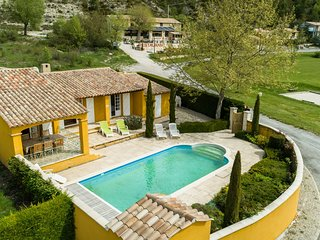Beautiful, spacious villa with private swimming pool near recreation lake Lac de