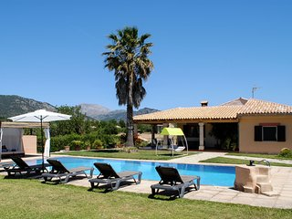 Cosy finca with big private swimming pool very centrally located on the island