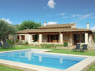 Comfortable villa with covered terrace and private pool in Mallorca