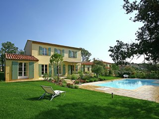 Large villa with private pool between Provence and Riviera