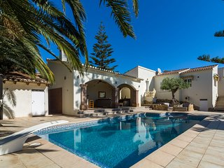 Detached villa with private swimming pool and large veranda with outdoor kitchen