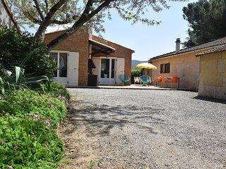 Gite on a quiet property, through a wine garden surrounding.