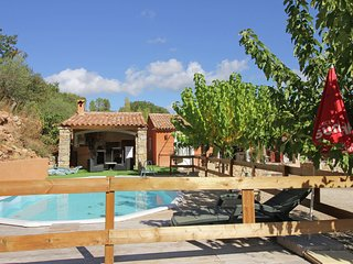 Quietly located holiday home with private pool and summer kitchen, 2.3 km from v