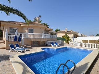 Large villa with private pool and five bedrooms in Benijofar