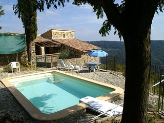 Beautiful house, made of natural stone, with swimming pool and very nice view.
