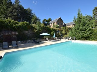 Former coach house in castle with park, large swimming pool in North Ardeche
