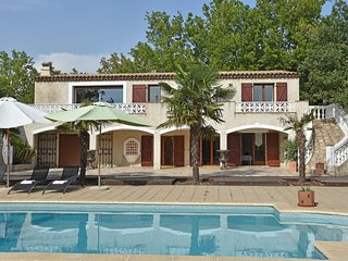 Beautiful, modernly decorated Provençal house only 30 kilometres from Cannes