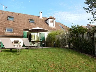 Modern Holiday Home in Mesnil-Saint-Pere with Terrace