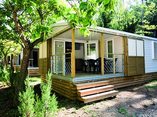 Cozy mobile home in the Lubéron near a spa resort