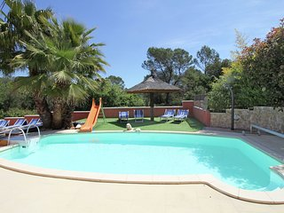 Modern Villa in Roquebrune-sur-Argens with Barbecue