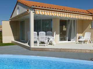 Luxurious, attractively furnished villa, 800 m. from the sea