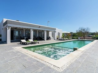 A modern luxury villa in the typical style of the''nieuwe Ibiza''