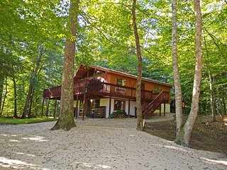 6 BR Ski Chalet with Boats in VT Green Mountains
