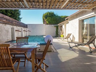 Beautiful cottage in Raissac d 'Aude with pool and hot tub