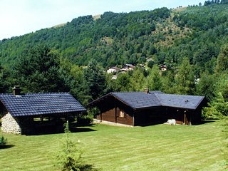 Wooden, quietly-located chalet with garden on the edge of the forest in the Fren