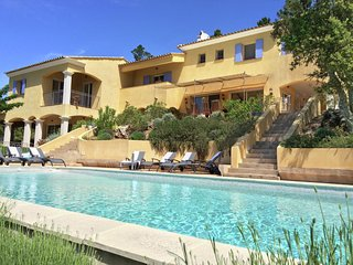 Villa  with views on the 'Massif des Maures' located on 10.000 m2 near the 'Gol