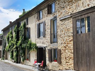 Cosy gite in a beautiful high location, with private swimming pool and garden