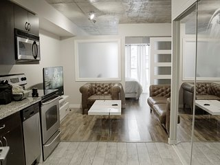 Cozy & Beautiful downtown home + parking + self checking