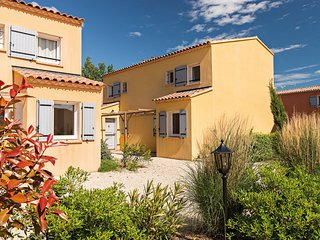 Spacious holiday home with dishwasher and AC, in the Luberon
