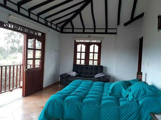 4 bedroom house with panoramic view, BBQ and close to the Plaza Mayor!