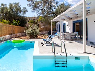 Early-bird Offers: Villa Galini with Pool close to the Beach in Lefkada Greece