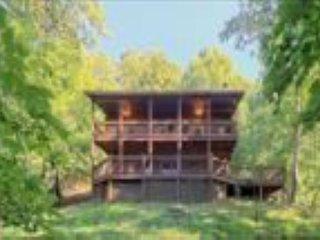 Mama Bear's Hideaway, 4 bedroom, 2 bath, Hot Tub, Mountain View!