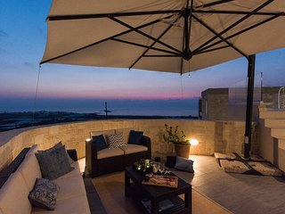 Luxury villa ideal for big groups, sea&sunset view