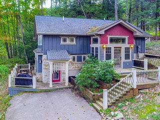Charming lake house w/ private hot tub & great views from the deck