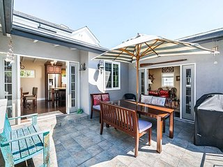 BEAUTIFULLY REMODELED Front COTTAGE & detached UPPER UNIT